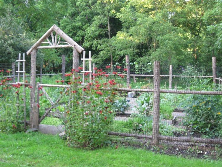 20 Diy Garden Fence Ideas That Will